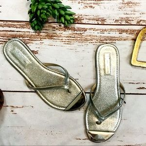 Shoes - Silver sandals with silver tip size 8.5